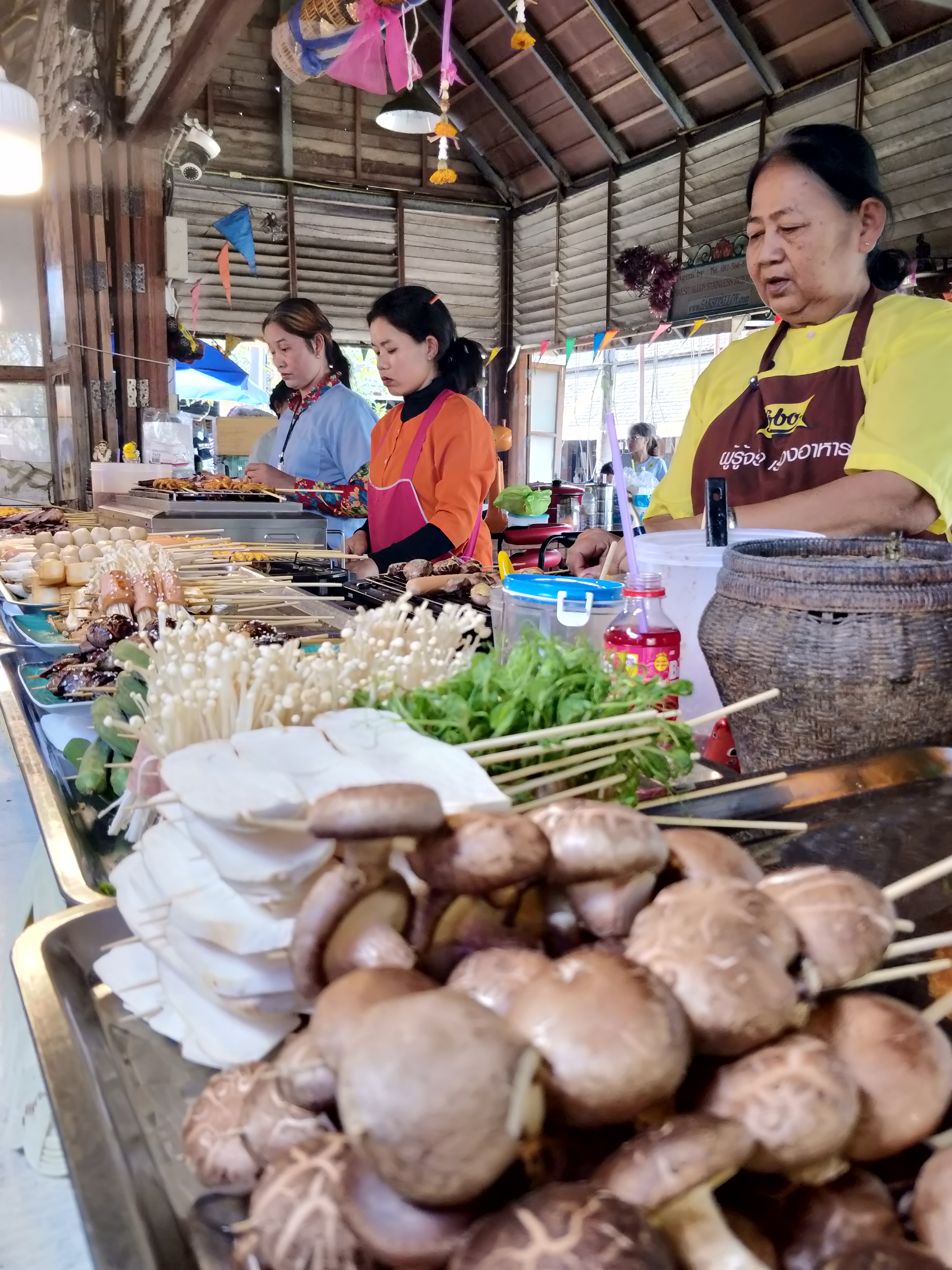 the view of the local food stalls in the Pattaya Floating Market, Thailand